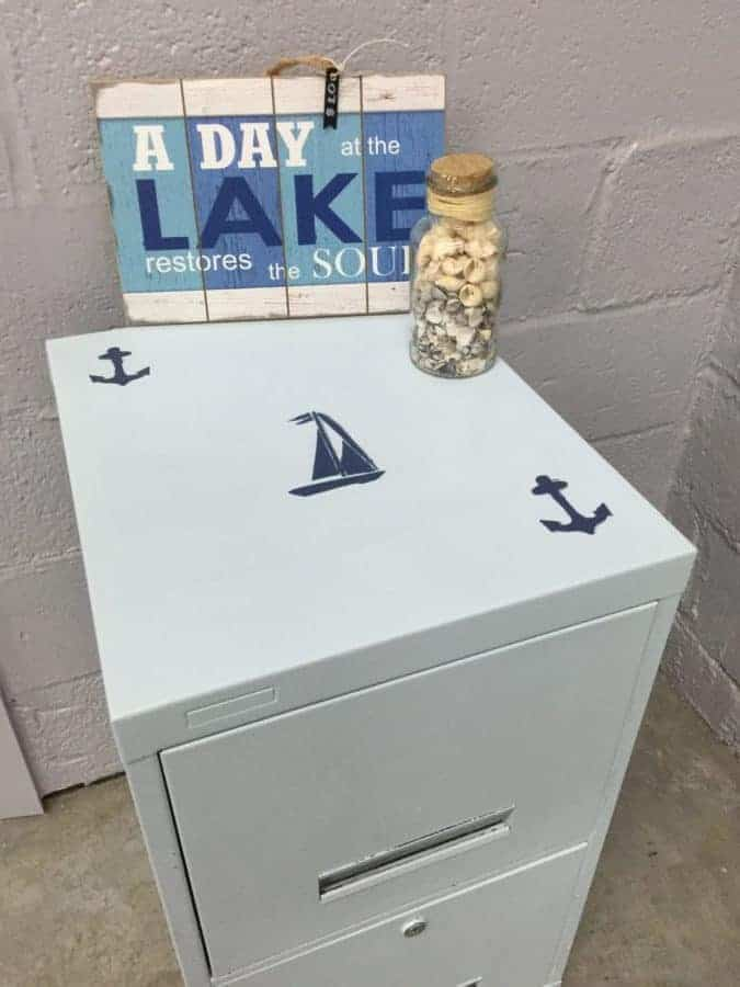Paint a filing cabinet? Yes, it's possible! Discover how we did it!