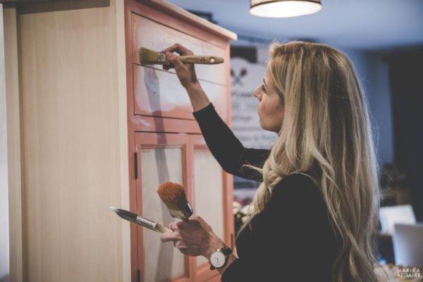 Peinturer un meuble avec la peinture à la craie Colorantic et Bénédicte Girard
