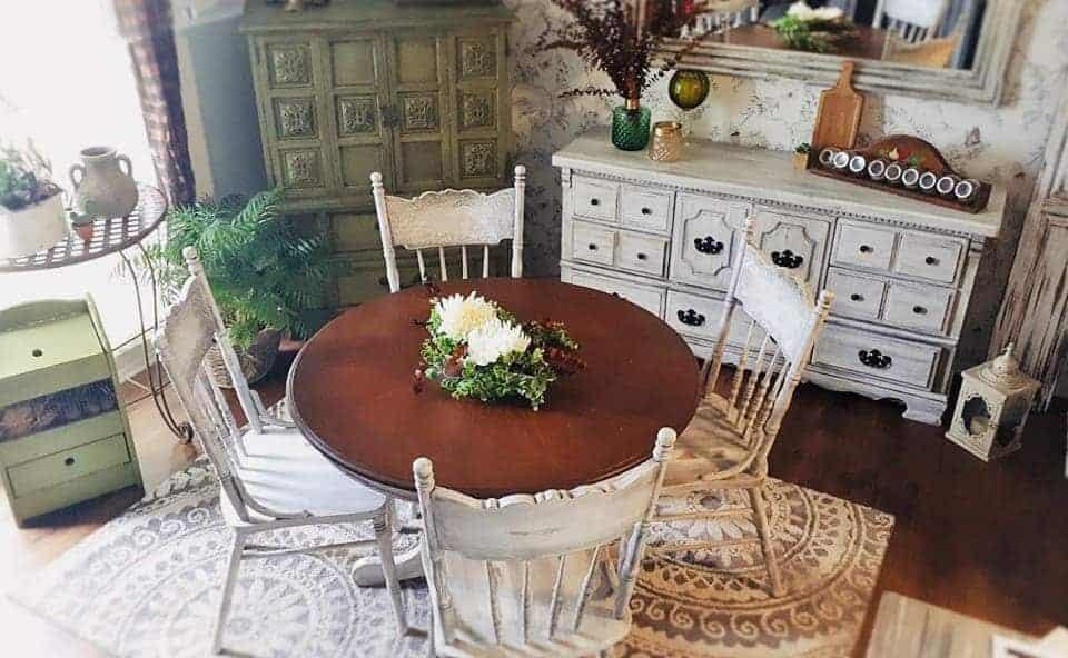 Peinturer un ensemble de salle à manger avec Colorantic!
