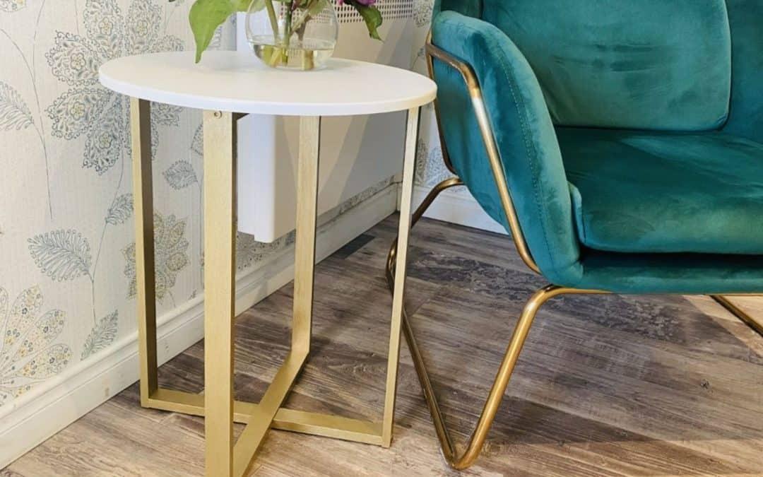 Comment peinturer une petite table avec la peinture métallique de Colorantic